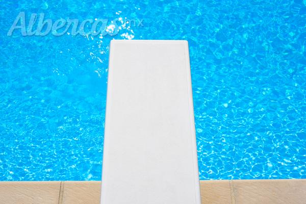 Trampol n para tu piscina c mo instalarlo y los cuidados for Trampolin para piscina