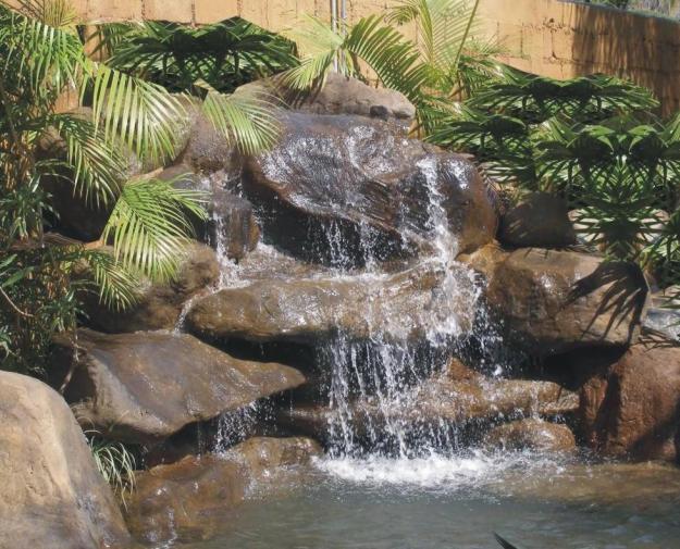 Cascadas relajaci n a tus sentidos for Plastico para estanques artificiales