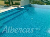 Alberca con jacuzzi lineal